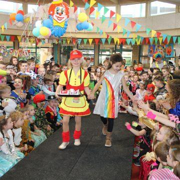 Modeshow in carnavalskleren