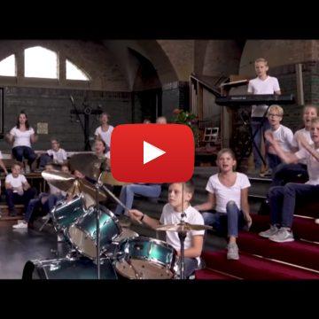 Bekijk hier de 'Lang leve de muziekshow' clip van groep 8b van de Octopus