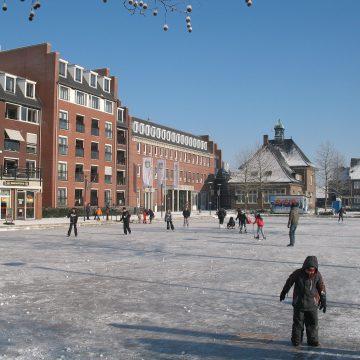 Wie wil er dit weekend weer schaatsen op het Sint Agathaplein?