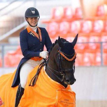 Esmée Donkers Nederlands Kampioen indoor Young Rider