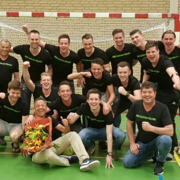Zaalvoetbalteam Midi Centrum Stender kampioen