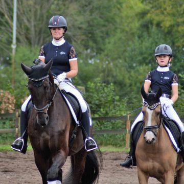 Evy van Mensvoort prolongeert club-titel na thriller op Hippisch Event Boekel