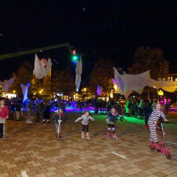 Halloween discoskaten op het St. Agathaplein