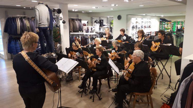 Kerstconcert Gitarando bij Van Rijbroek Mode & Sport