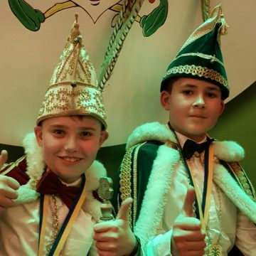 Jeugdprins Teun van Wanrooij en jeugdvorst Liam Verbrugge C.S. de Knöllekes