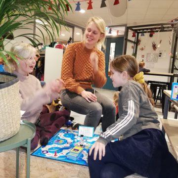 Elke woensdag samen met de ouders spellen spelen