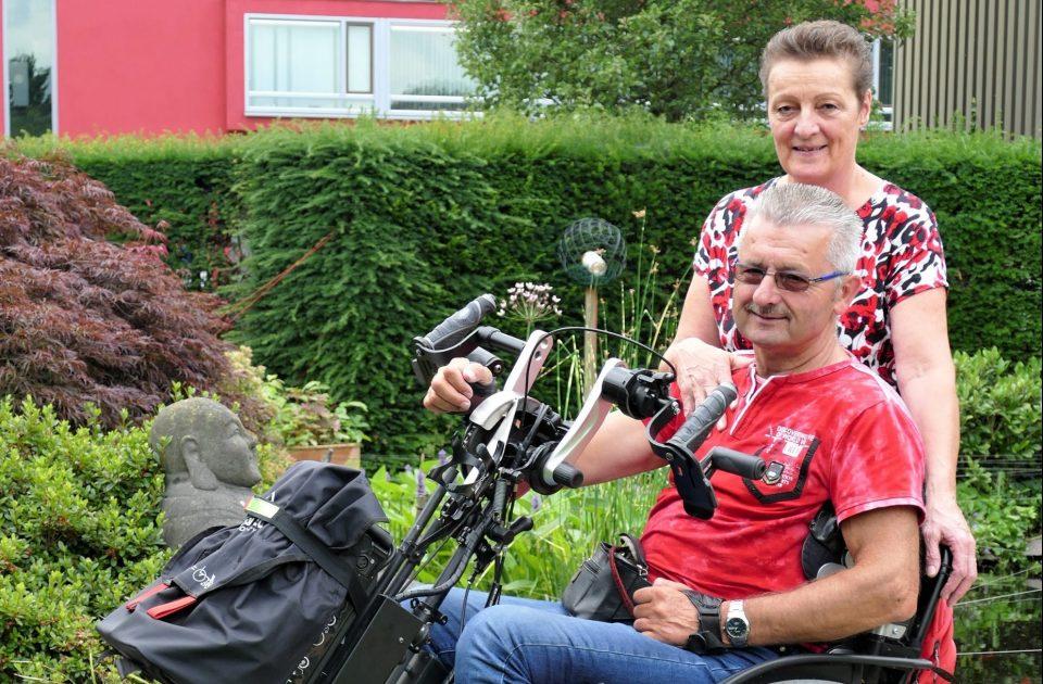 Fietstocht voor inzameling rolstoelbus, Stichting Willy Wil Vooruit