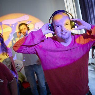 Vrijwilligers gezocht: dirigent en geluidsman/-vrouw